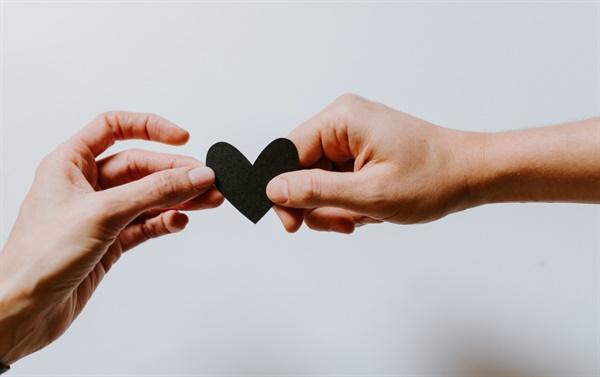 관계  개입이 아닌 따뜻한 정서적 지원으로 관계의 기쁨과 에너지를 누린다.