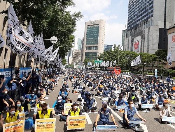 택배 전국노동자대회 28일 오후 서울 을지대로에서 열린 택배전국노동자대회 모습이다.