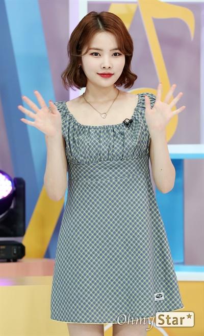 '위키미키' 리나, 묘한 분위기 위키미키의 리나가 29일 오후 서울 마포구 tbs에서 열린 tbs <팩트iN스타> 녹화 현장에서 포즈를 취하고 있다.