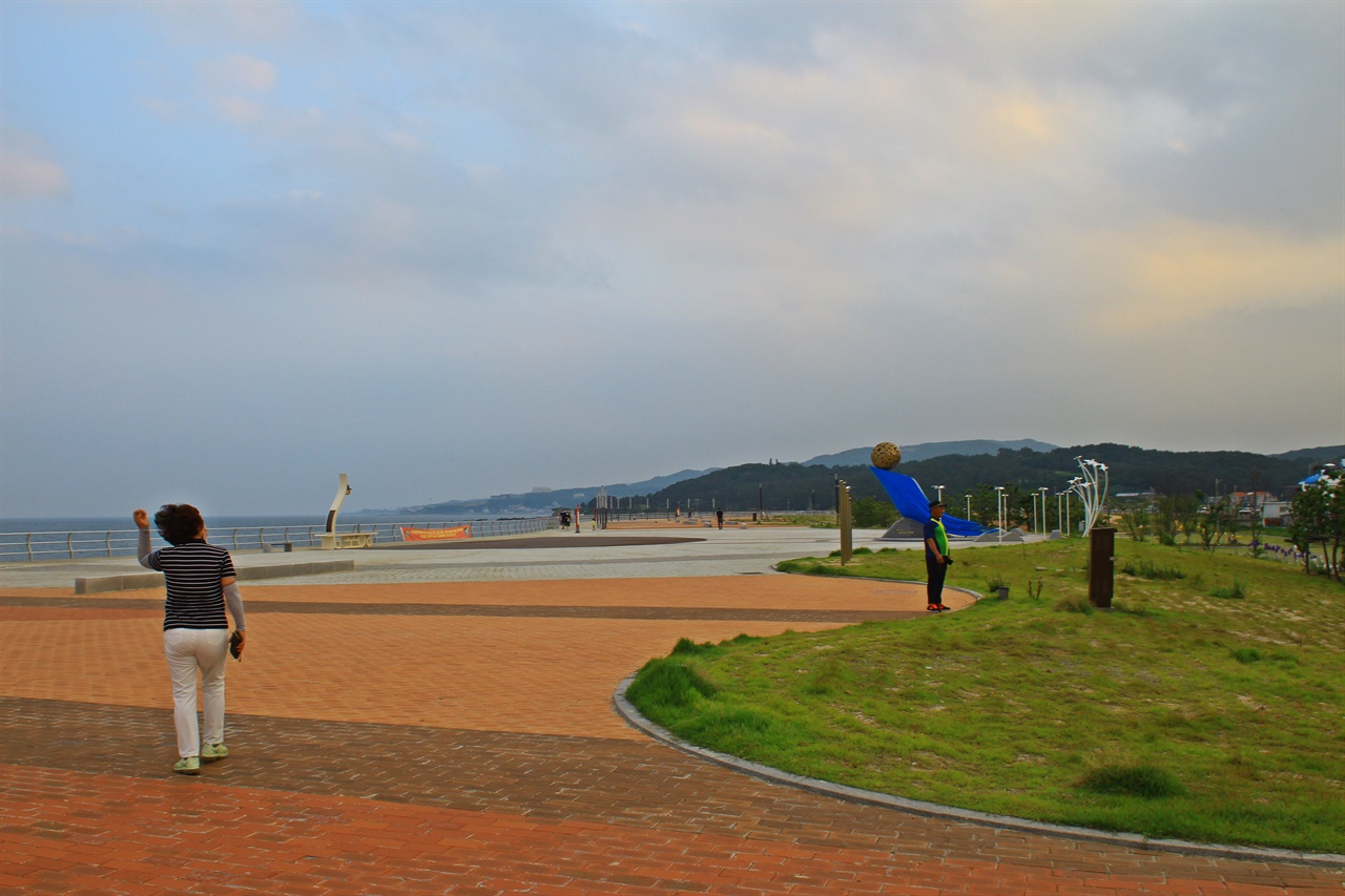 관광객들에게 또 다른 볼거리를 제공해 주고 있는 경주 감포해상공원
