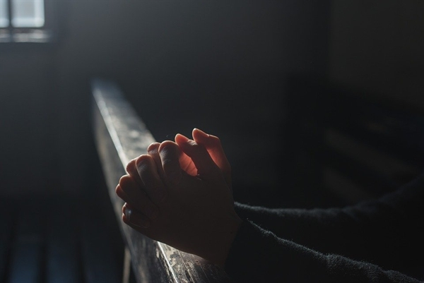 혼자 속앓이를 하다가 참지 못해서 아마도 새벽에 교회를 찾았으리라.