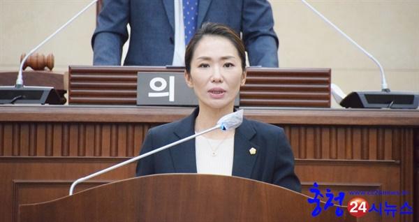 계룡시의회 제5대 하반기 윤재은 의장 당선 계룡시의회 제5대 하반기 의장 당선 소감