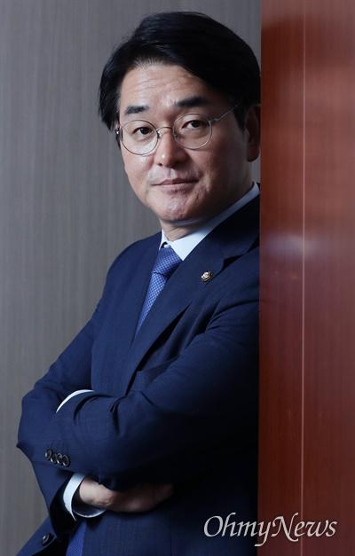 박용진 더불어민주당 의원이 6월 30일 서울 여의도 국회 의원회관에 있는 사무실에서 <오마이뉴스>와 인터뷰한 후 포즈를 취하고 있다.