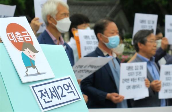 경제정의실천시민연합이 7월 1일 오전 청와대 앞 분수광장에서 청와대 다주택 공직자 주택 처분을 촉구하는 기자회견을 열었다.