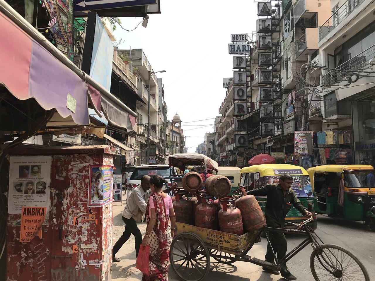 델리의 여행자 거리 빠하르간즈