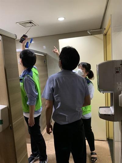 경기도는 산하기관 여직원 탈의실에서 몰래카메라가 발견된 이후 지난달 23일부터 4일간 도청과 산하 공공기관 등 60개 기관 내 화장실, 탈의실 등 657개 장소를 대상 불법 촬영기기 전수점검을 시행했다.