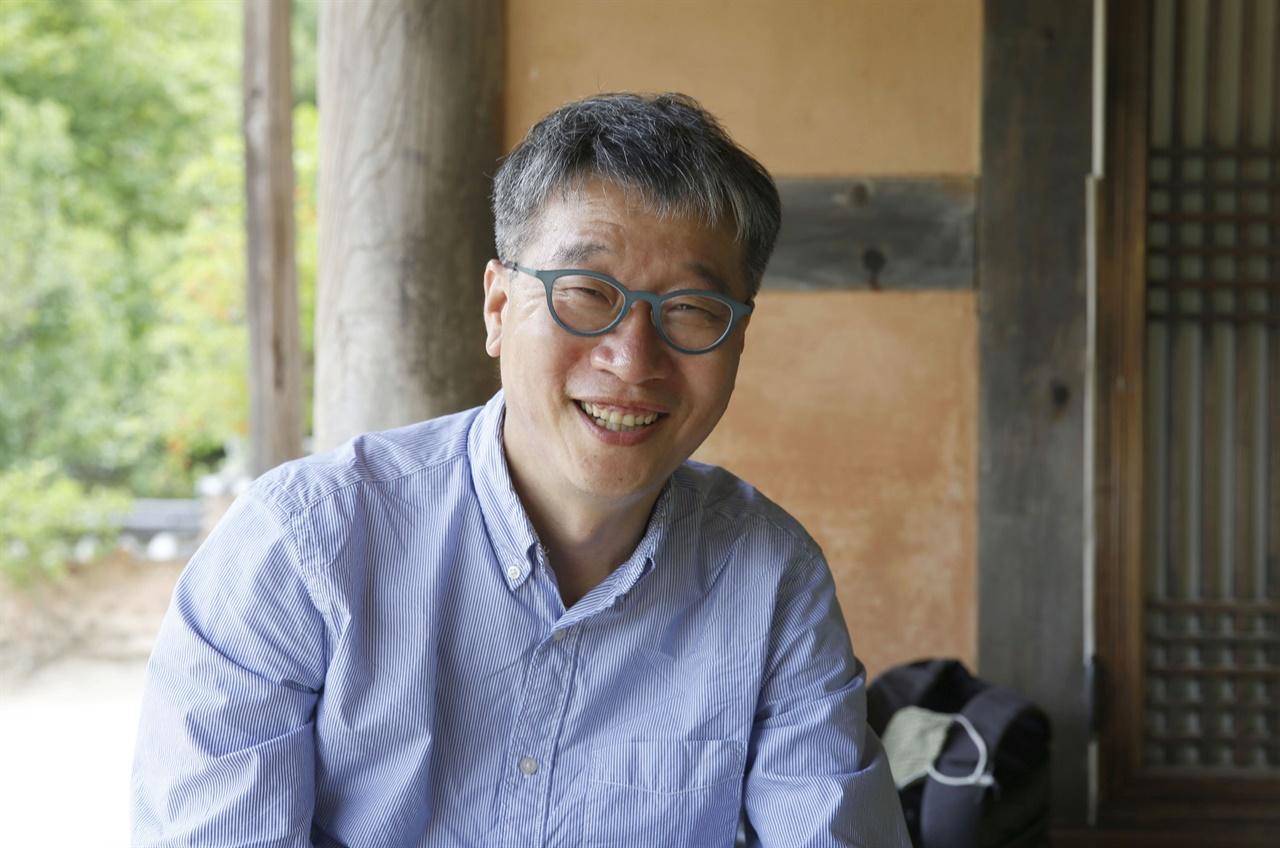 임진왜란 전후의 상황을 풀어낸 책 〈다시보는 임진왜란〉의 저자 양성현 씨. 그는 지금껏 당연시해온 이야기를 따져보고, 이면에 가려진 이야기를 들춰냈다.