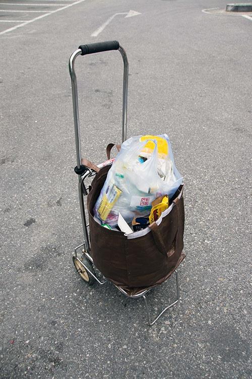 우리 집의 쓰레기 배출도 거의 내 손으로 해내고 있다. 양이 많든 적든 나는 가정용 수레를 이용한다.