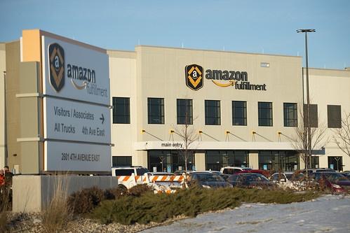 지난 4월 말, 아마존닷컴은 급증하는 물류와 배송 업무로 10만 명의 신규 노동자들을 고용했다고 발표했지만 코로나19로 인한 아마존의 배송 업무 급증에 따른 비정규직 단기 임시고용이었다?