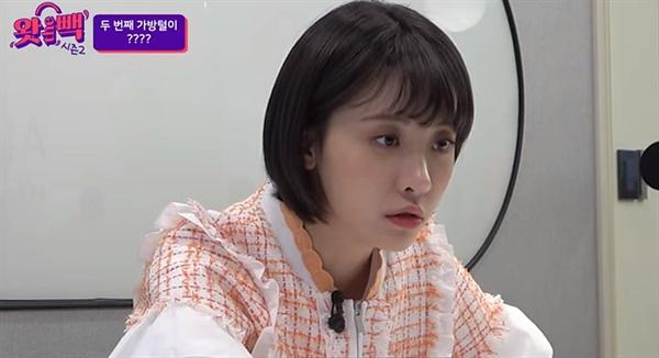 정부 공식 유튜브 채널 <왓더빽>을 진행하는 김민아.