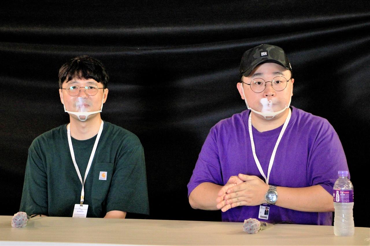 2020 평창국제평화영화제에서 열린 <요요현상>의 GV에 참석한 고두현 감독(왼쪽), 문현웅 출연자.