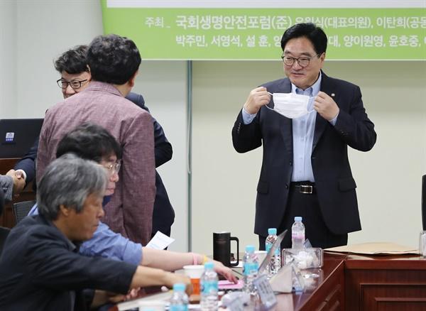 우원식 더불어민주당 의원이 지난 3일 오전 서울 여의도 국회 의원회관에서 열린 국회 생명안전포럼 연속 세미나에 참석하고 있는 모습.