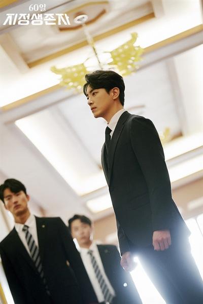 드라마 < 60일, 지정생존자 >에서 오영석 역할을 맡았던 배우 이준혁
