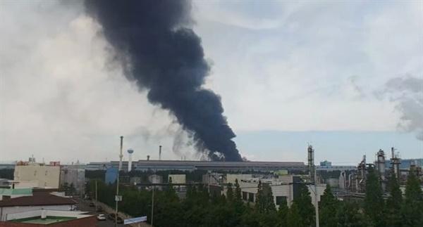 지난 6월 13일 낮 12시 30분 경, 포스코 포항제철소에서 검은 연기와 불꽃이 치솟아 올랐다. 정확한 원인은 아직 밝혀지지 않았지만 스테인레스를 제조하는 소둔산세 공장의 대수리 현장에서 화재가 발생한 것이었다.
