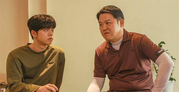 6월 19일 IZM과 부평구문화재단의 < MEETS 시리즈 > 인터뷰에 참여한 김구라와 아들 그리(GREE). 이 날 인터뷰는 음악평론가 임진모의 주도 하에 진행됐다.