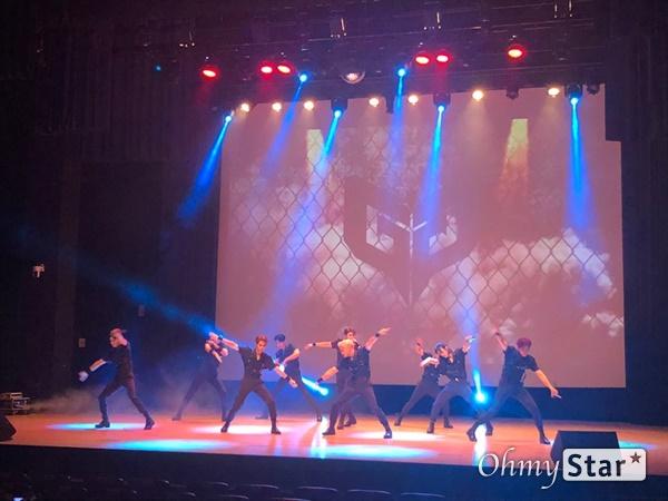 보이그룹 멋진녀석들이 8일 오후 서울 목동의 한 공연장에서 쇼케이스를 열었다.