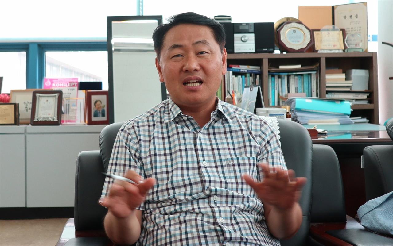 지난 4일 사무실에서 만난 김관영 전 의원의 모습.