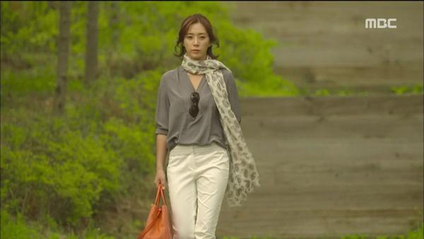 송윤아는 <마마>를 통해 백상예술대상 최우수상을 수상하며 배우로서 건재를 과시했다.