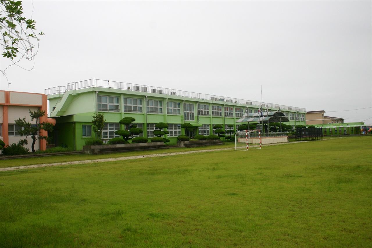 하의초등학교 교정