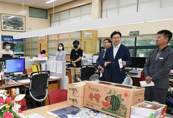 김경수 경남지사는 9일 오후 창원 내서읍사무소를 방문했다.