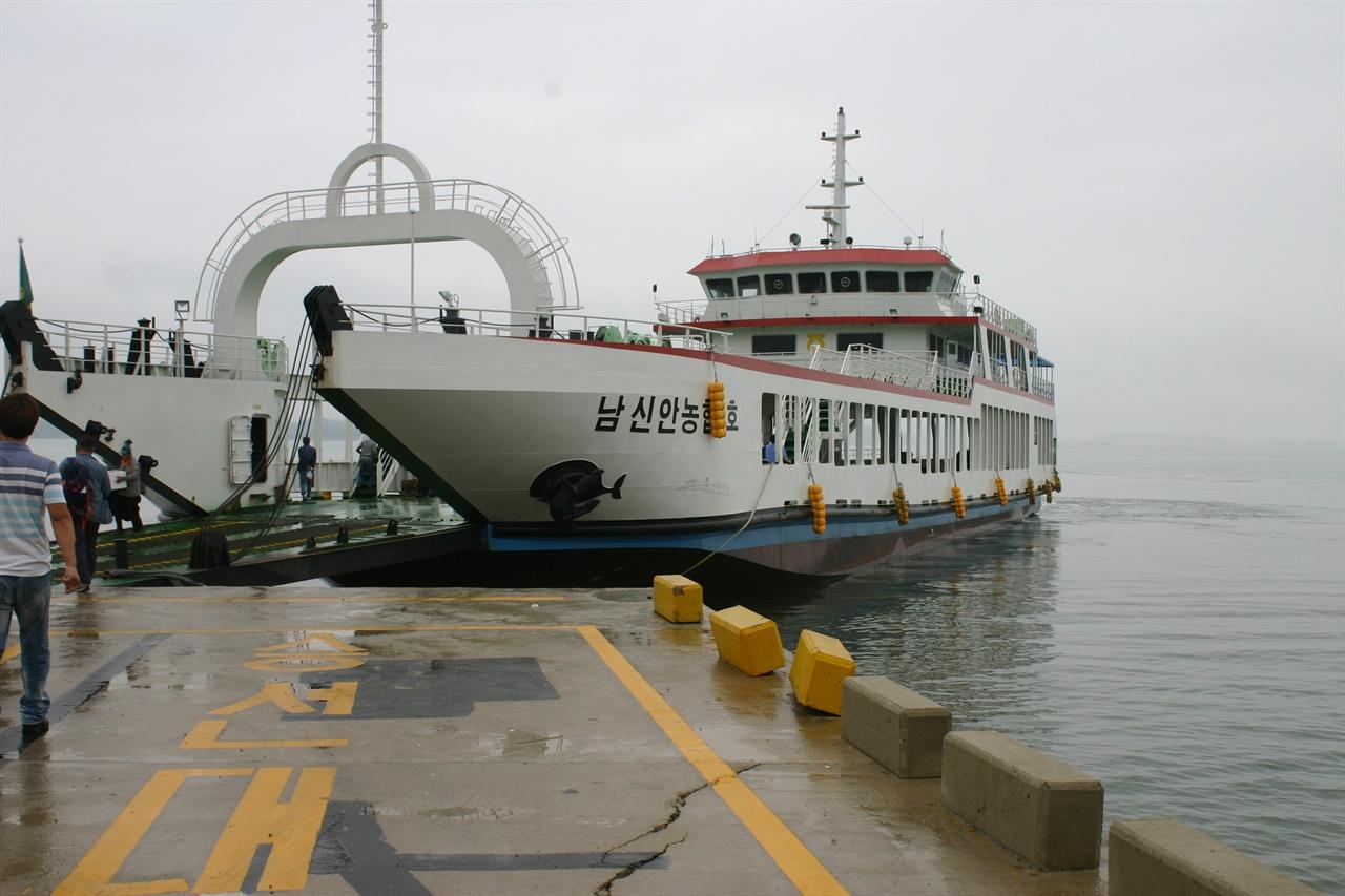 신안군 낙도를 누비는 연안여객선.