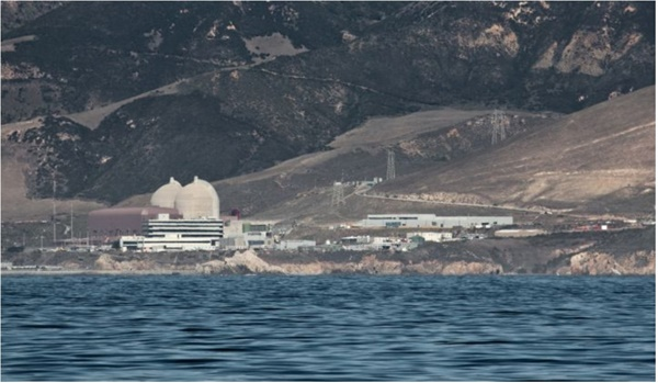 디아블로캐년 원자력발전소 모습 1400여명의 노동자가 일하던 이 곳은 8년-9년동안 연장을 결정하고 새로운 전환을 준비하고 있다. (사진자료 : 강의자료 중 발췌)