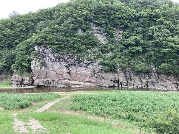 유네스코 세계유산 등재를 기원하고 있는 국보 제285호 울주 대곡리 반구대 암각화 모습