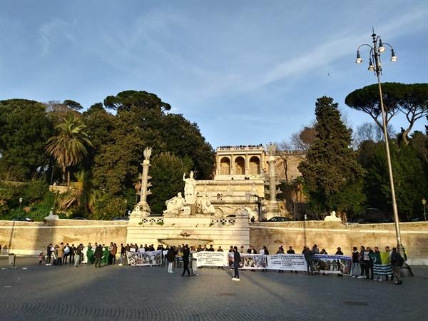 로마 포폴로 광장 '민중'이라는 의미의 포폴로 광장은 시민들의 휴식 공간이자 각종 집회가 벌어지는 곳이기도 하다.