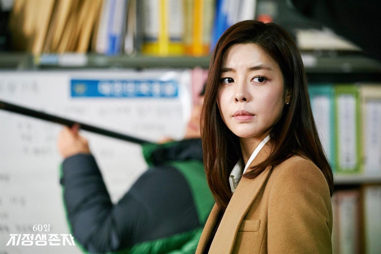 드라마 <60일, 지정생존자>에서 권행대행 박무진의 배우자이자 인권변호사 최강연 역을 맡았던 배우 김규리