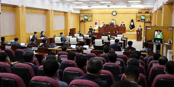 서산시의회 제254회 후반기 첫 임시회가 본회의장에서 진행되고 있다.