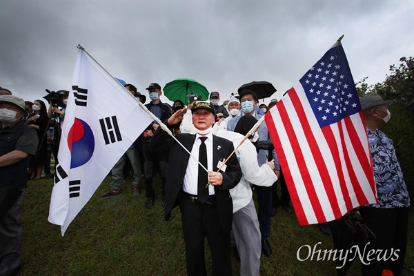 고 백선엽 예비역 육군대장 안장식이 15일 오전 국립대전현충원에서 열렸다.
