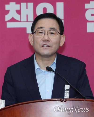 발언대에 선 주호영 미래통합당 주호영 원내대표가 15일 오후 서울 여의도 국회에서 열린 의원총회에서 모두발언을 하고 있다.