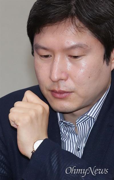 더불어민주당 김해영 최고위원이 17일 오전 서울 여의도 국회에서 열린 최고위원회의에 참석하고 있다.
