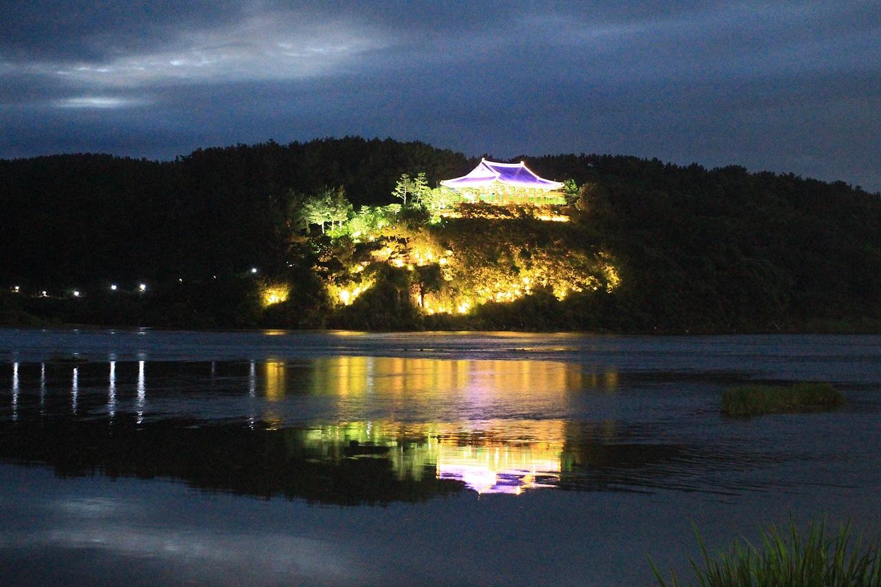 신라 천년의 빛, 화려한 경주 8색 조명을 연출하고 있는 경주 금장대