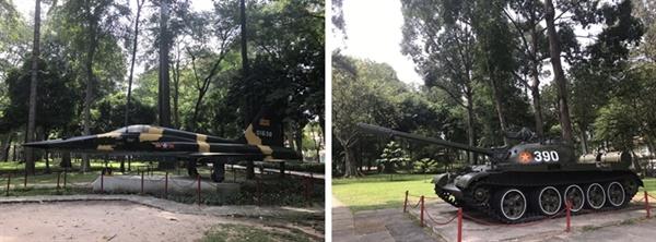 전투기와 탱크 여느 전쟁 박물관처럼 야외에 진열되어 있는 전투기와 탱크