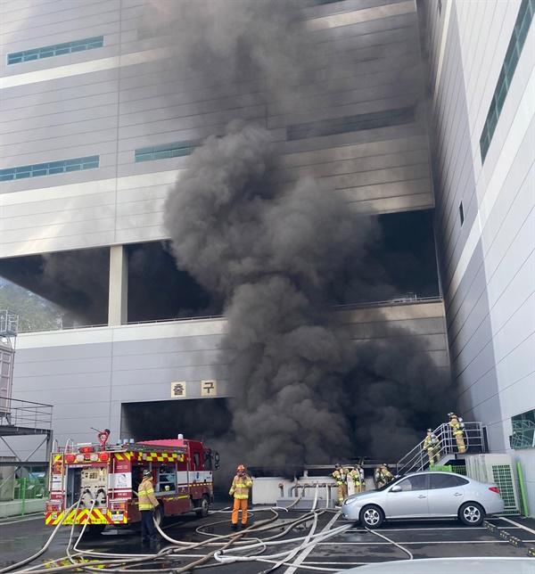 21일 오전 8시 29분 경 용인시 처인구 양지면에 위치한 SLC물류센터에서 화재가 발생했다.