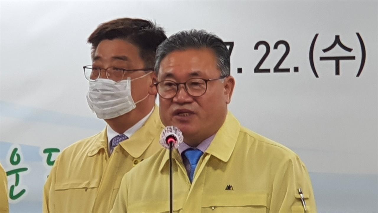 김명선 의장이 후반기에는 220만 도민에게 새로운 꿈과 희망을 심어줄 수 있는 의회가 되겠다고 말하고 있다.