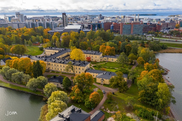 도시개발 대상이었던 헬싱키 라삔라흐띠 공원에 자리한 노란색 라삔라흐띠 정신병원(사진제공: Pro Lapinlahti )