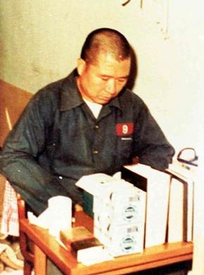 수형생활 중 독서하는 DJ