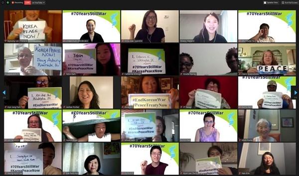 참석자들의 'Korea Peace Now' 피케팅  여지연, 배민주, 최자현대표 (맨위 가운데 3명) 등 참석자들이 '한반도평화지금'을 외쳤다