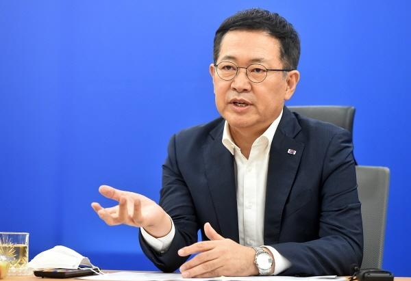 박남춘 인천시장은 주택공급 확대와 관련해 투기과열지구 및 조정대상지역 동단위 지정과 영구임대주택 공급확대 위한 주택도시기금 추가지원을 정부에 건의했다.