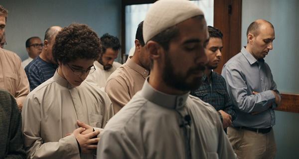 이슬람 근본주의에 빠져 살인미수를 저지른 소년의 이야기를 다룬 <소년 아메드>(2019)