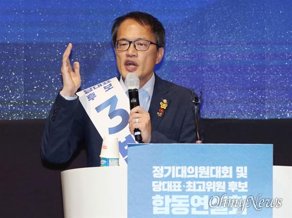 지지 호소한 박주민 더불어민주당 당대표 선거에 나선 박주민 후보가 25일 오후 제주 퍼시픽호텔에서 열린 제주 대의원대회에서 지지를 호소하며 연설하고 있다.