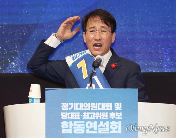 지지 호소한 이원욱 더불어민주당 최고위원 선거에 나선 이원욱 후보가 25일 오후 제주 퍼시픽호텔에서 열린 제주 대의원대회에서 지지를 호소하며 연설하고 있다.