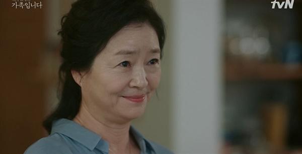tvN 드라마 <(아는 건 별로 없지만) 가족입니다> 한장면.