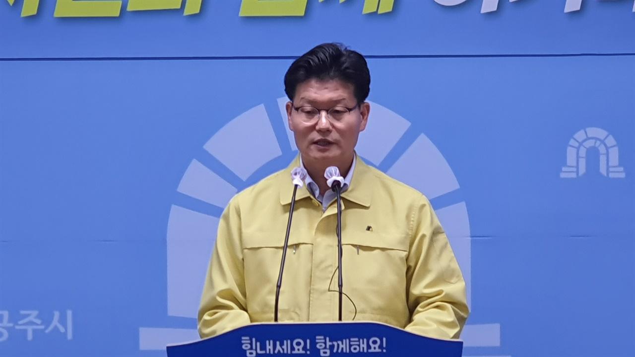 김정섭 공주시장이 알밤한우 출시 4주년 성과에 대해 설명하고 있다.