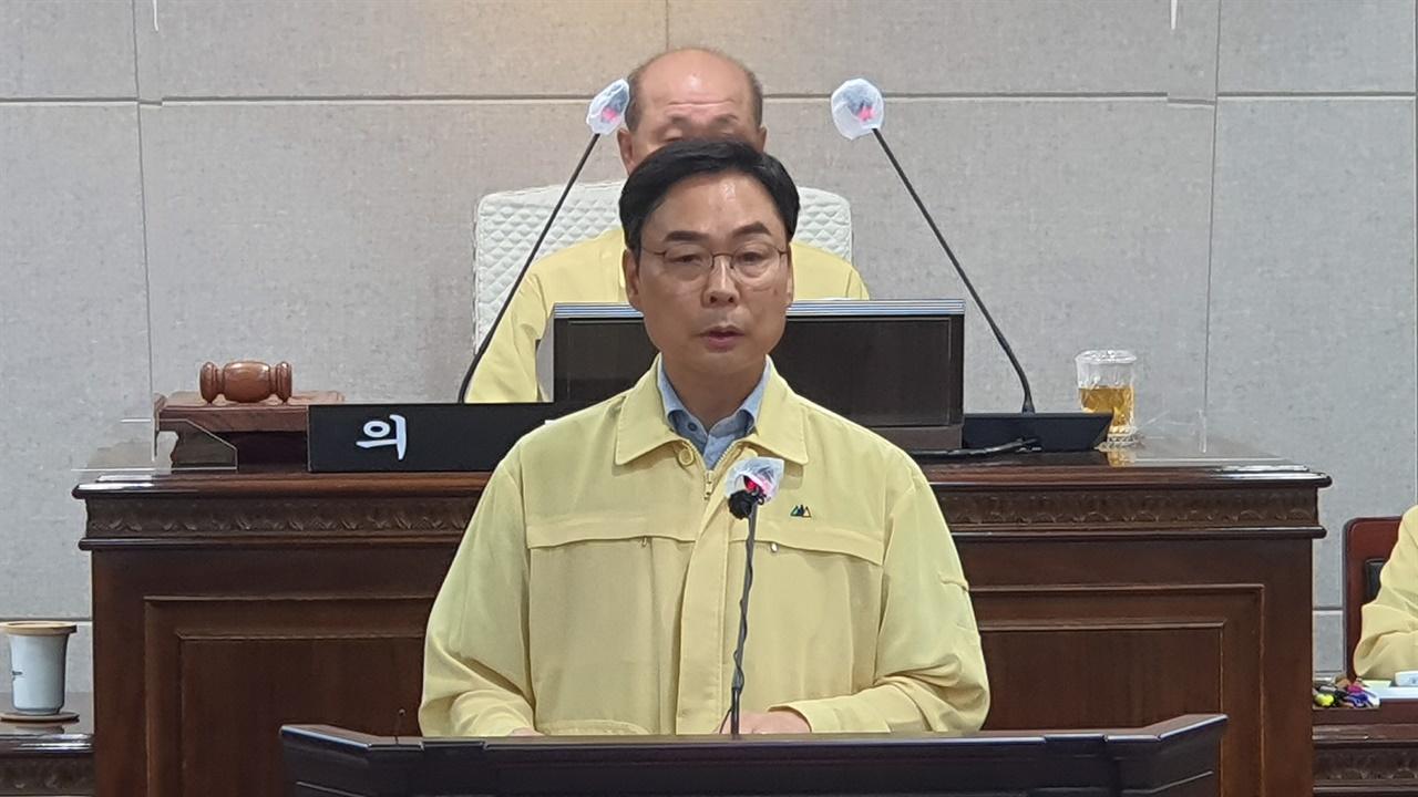 문병오 의원이 제8차 본회의에서 5분 자유발언을 하고 있다.