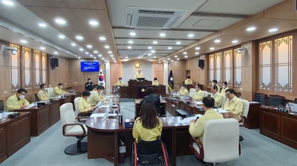 제271회 임시회 제8차 본회의가 본회의장에서 진행되고 있다.