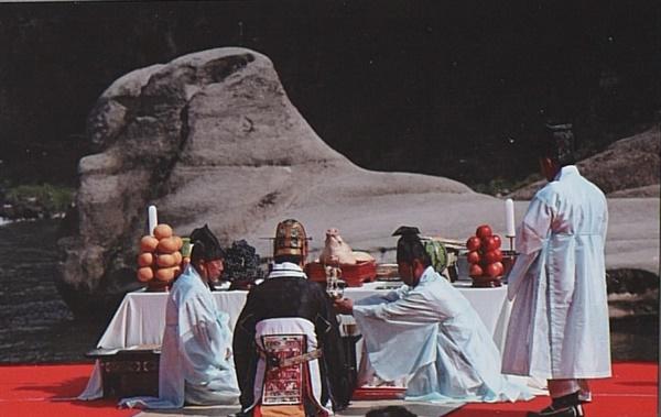 화적연에서 기우제 한탄강 지질공원 화적연은 조선시대 국행기우제를 지내던 곳이기도 했다.