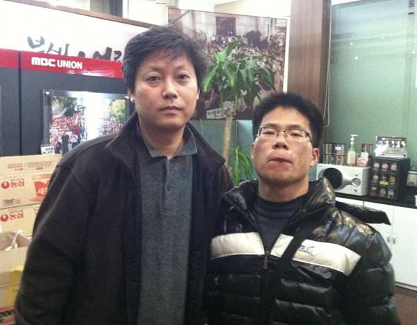 고 이용마 MBC 기자(좌)와 이영광 시민기자. KBS <다큐인사이트>의 한 장면.